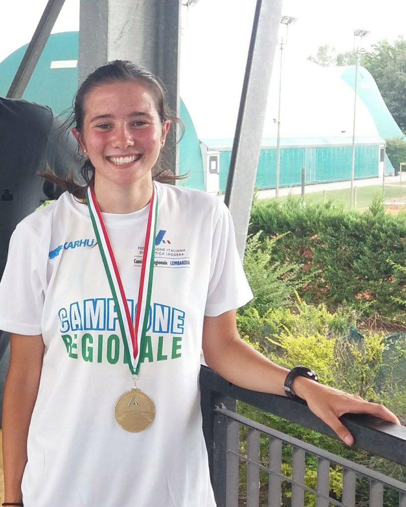 Martina Ceriani con la medaglia d'oro e la maglia di campionessa regionale promesse